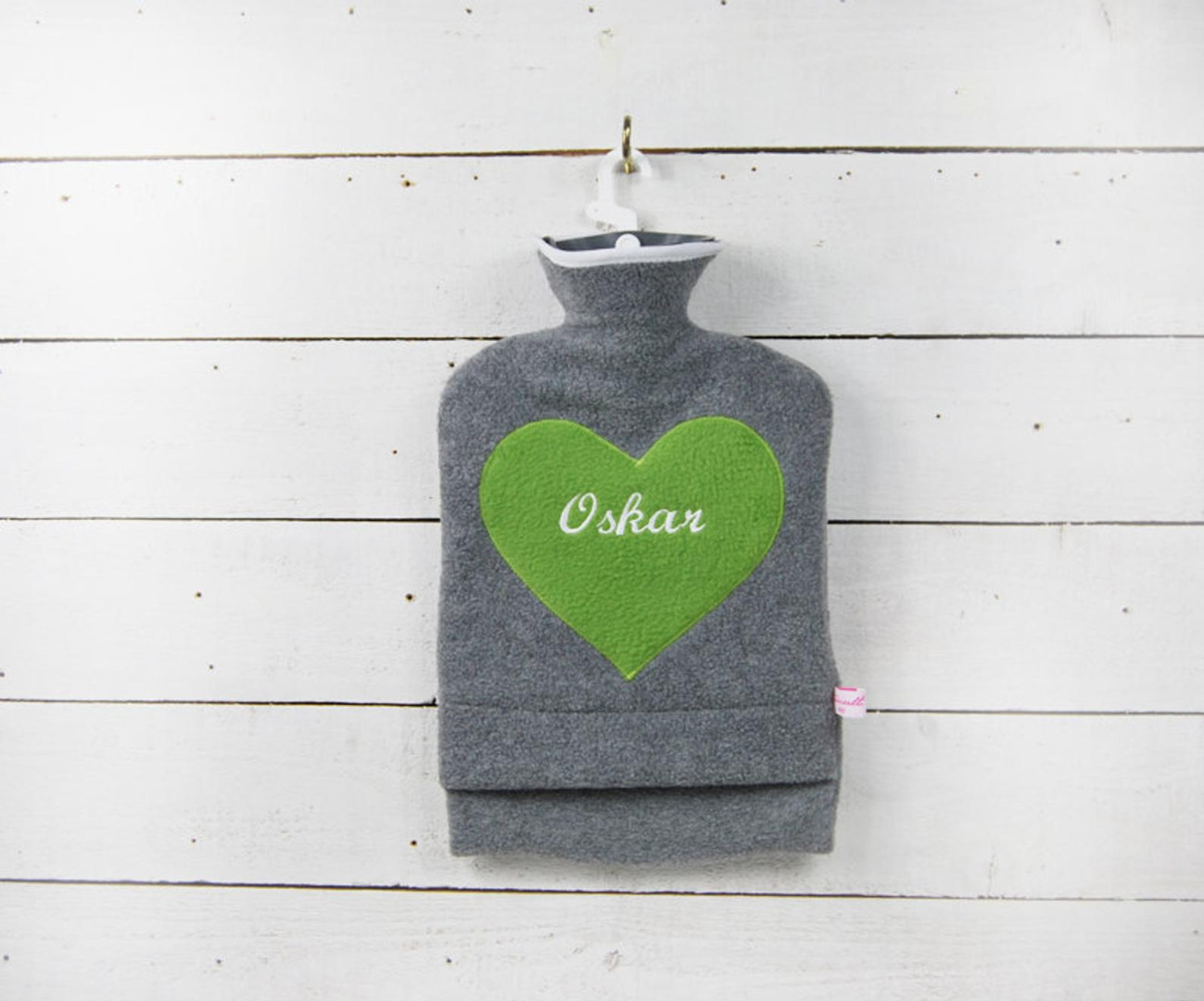 Personalisierte Wärmflasche mit grünem Herz