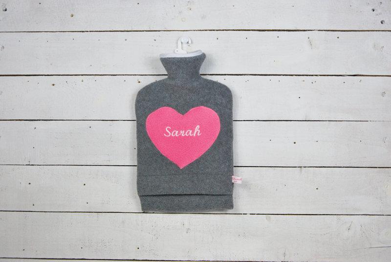 Personalisierte Wärmflasche mit pinkem Herz 3