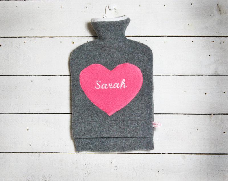 Personalisierte Wärmflasche mit pinkem Herz
