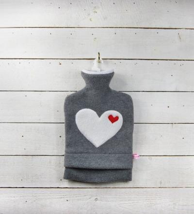 Wärmflasche Graumeliert mit Herz in Weiß