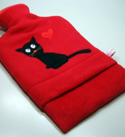 Wärmflasche Rot mit schwarzer Katze Hülle