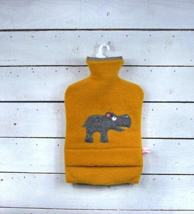 Wärmflasche Senffarben mit Nilpferd Hülle von