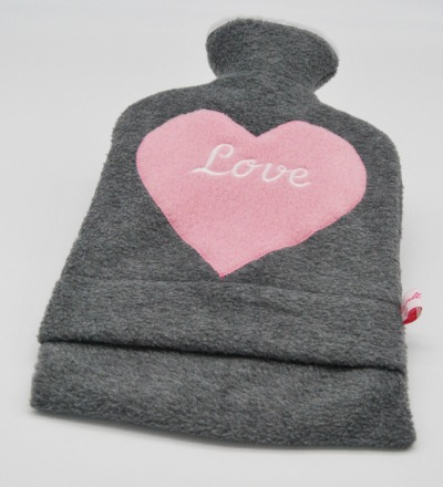 Bestickte Wärmflasche Love Herz in Rosa