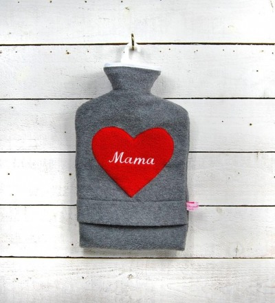 Bestickte Wärmflasche Mama Herz in Rot