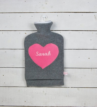 Personalisierte Wärmflasche mit pinkem Herz Hülle
