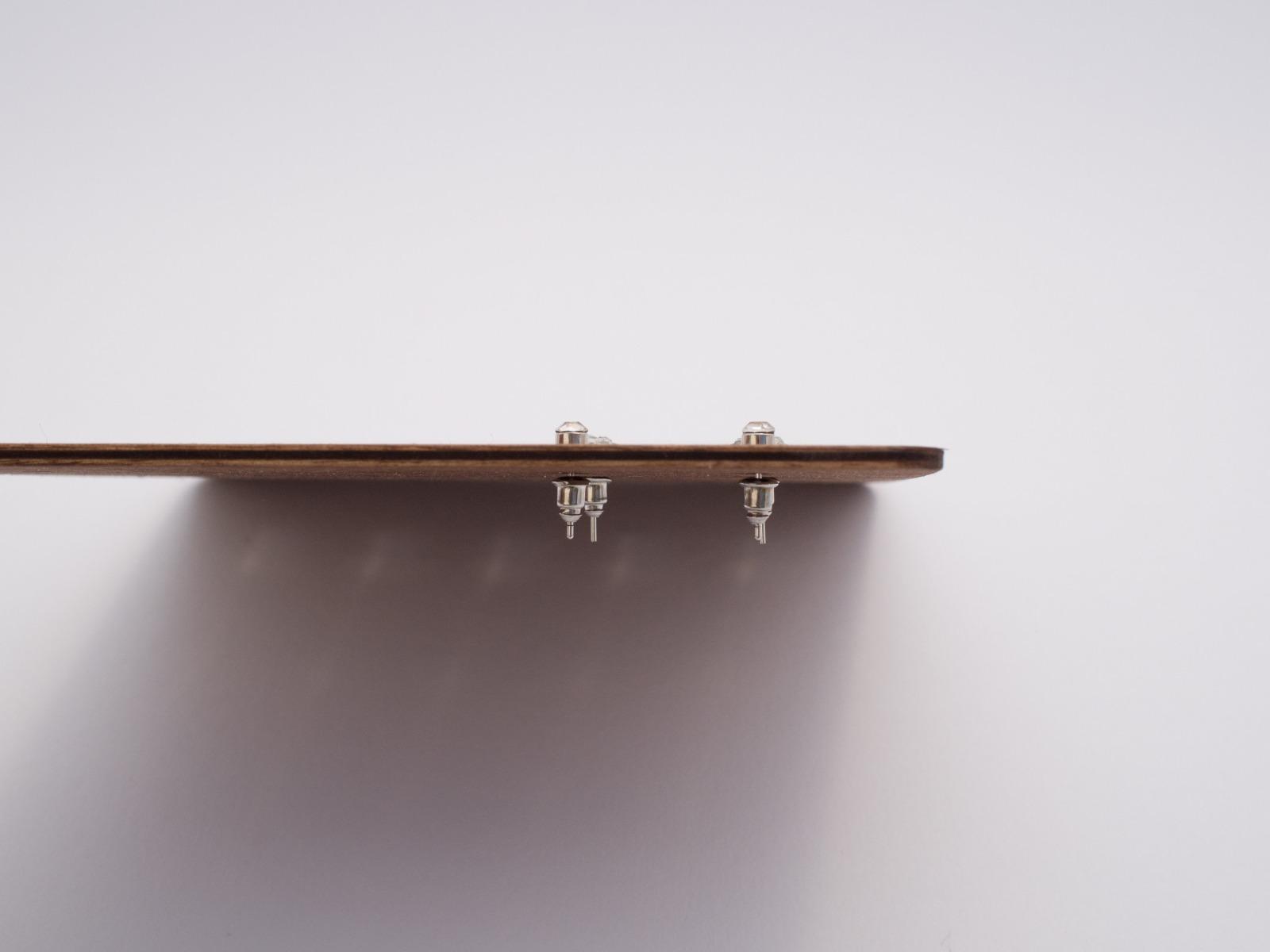 Moderne Ohrstecker Aufbewahrung aus Holz CARD - 4