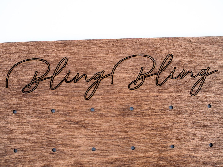 Ohrstecker-Display aus Holz mit Gravur CARD