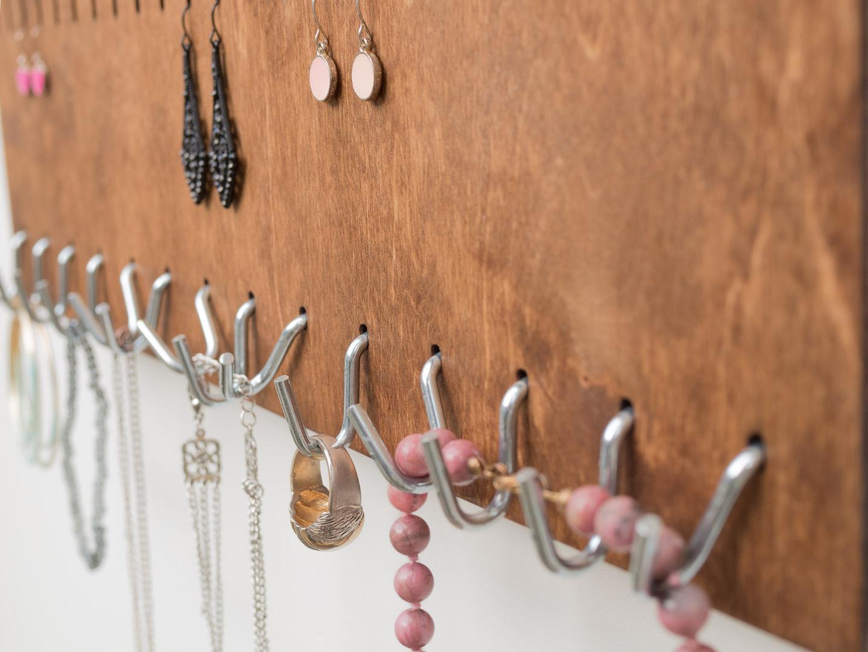 Schmuckorganizer aus Holz für die Wand