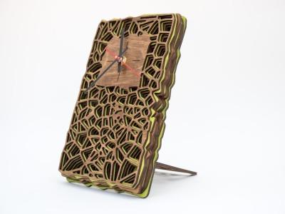 Uhr aus Holz für Schreibtisch oder