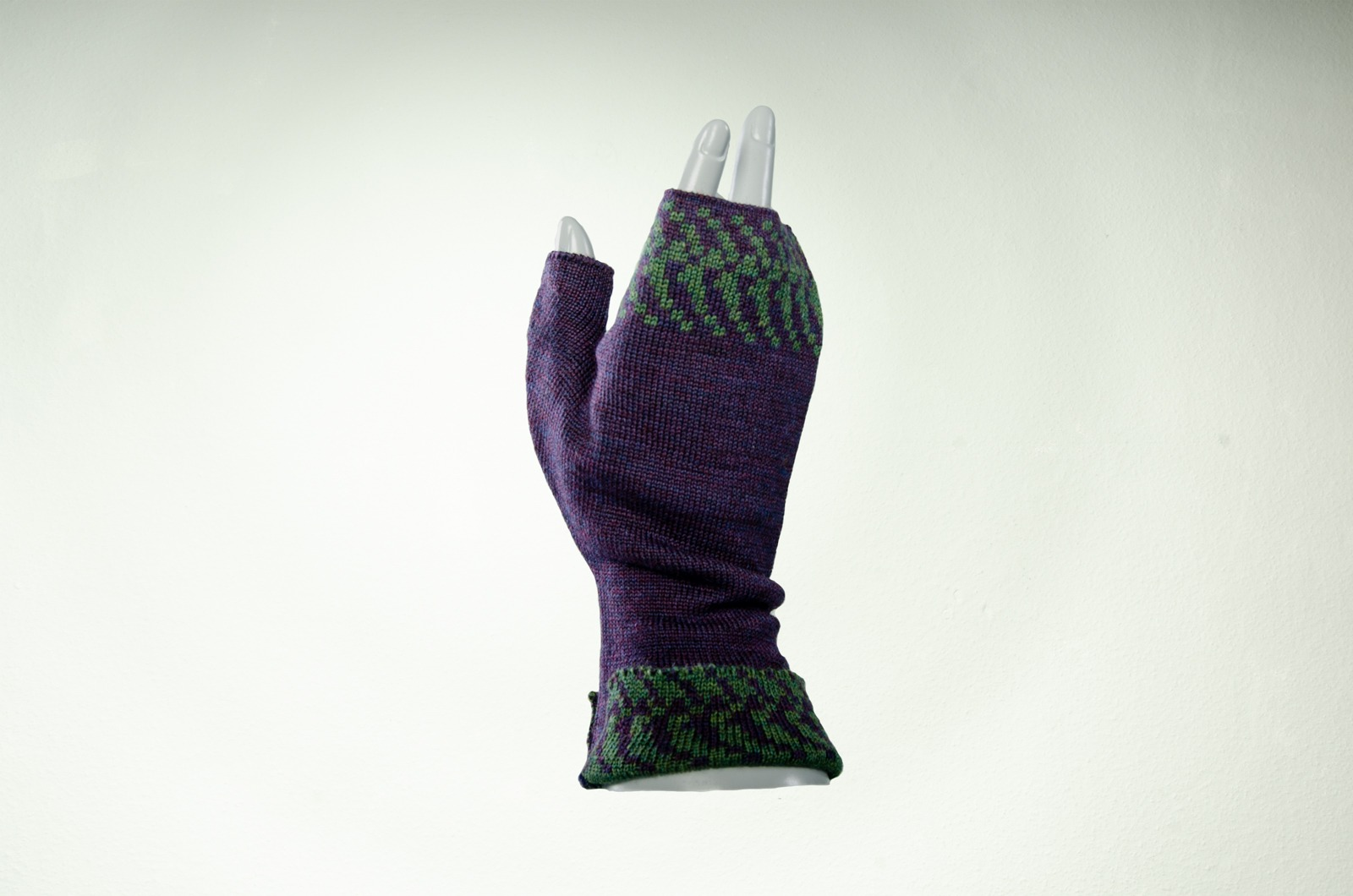 Merino Pulswärmer mit Muster in purpur
