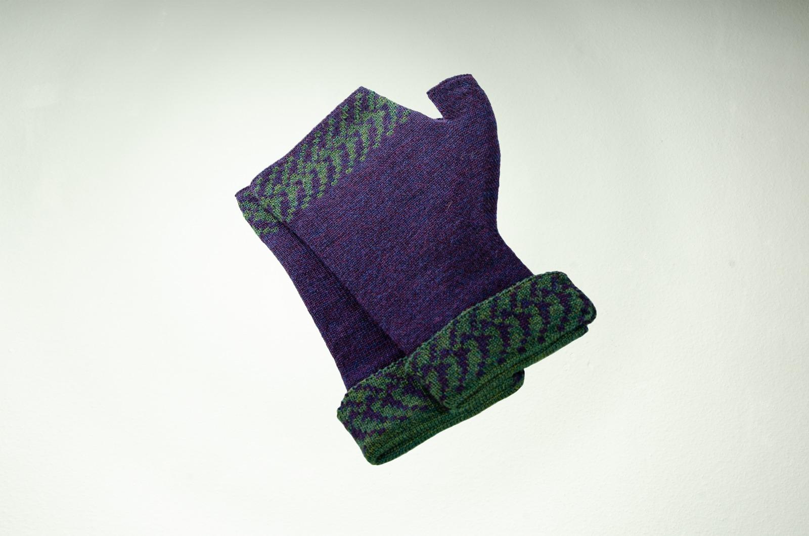 Merino Pulswärmer Pixel in lila und