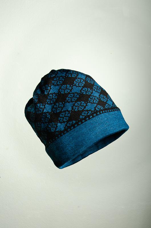 Merino Mütze Blütenkaro in schwarz und