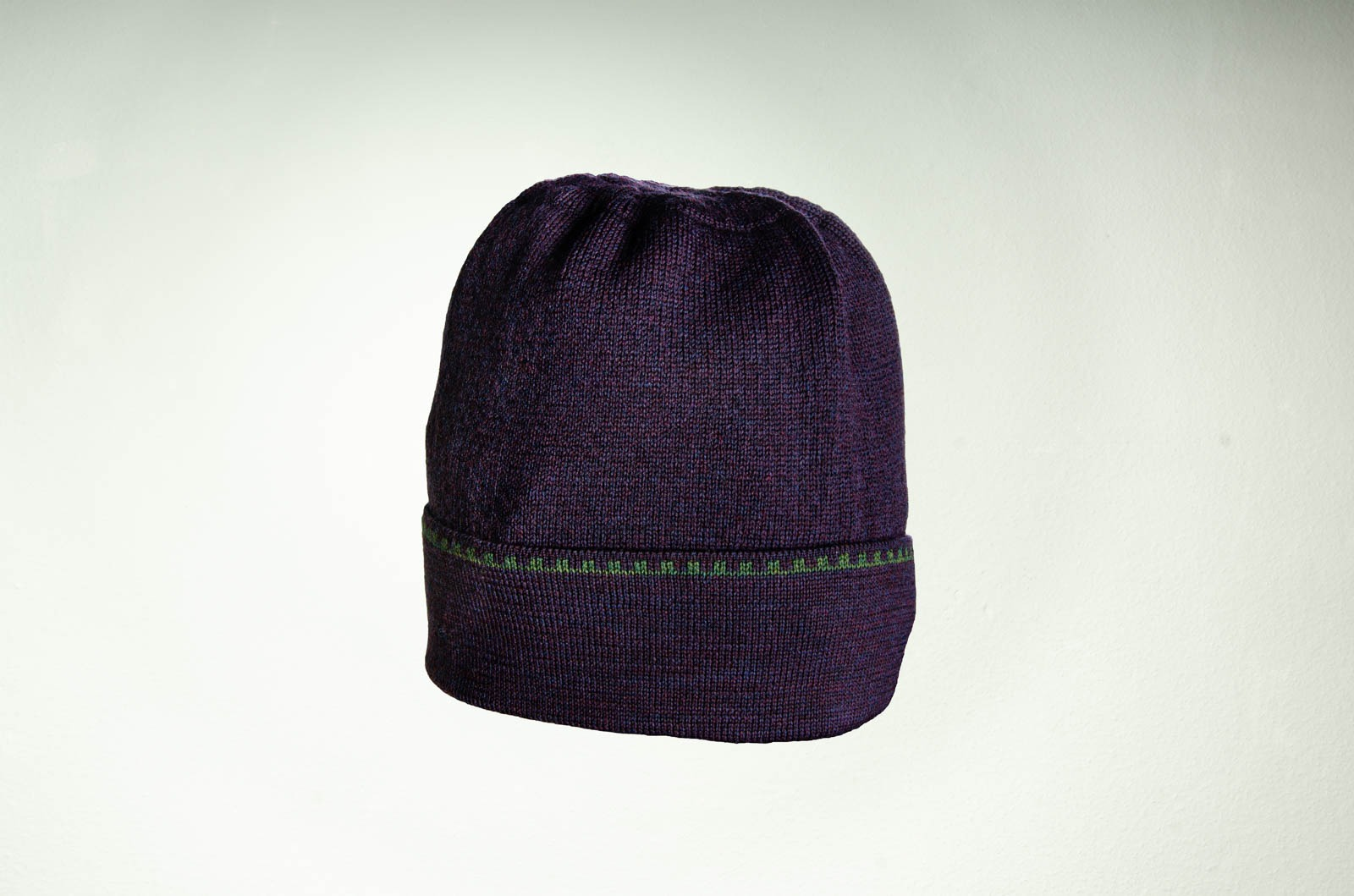 Merino Mütze in lila und dunkelgrün