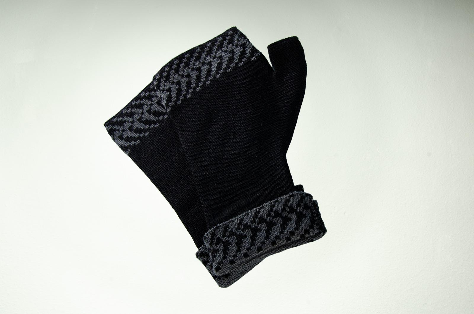 Merino Pulswärmer mit Muster in schwarz