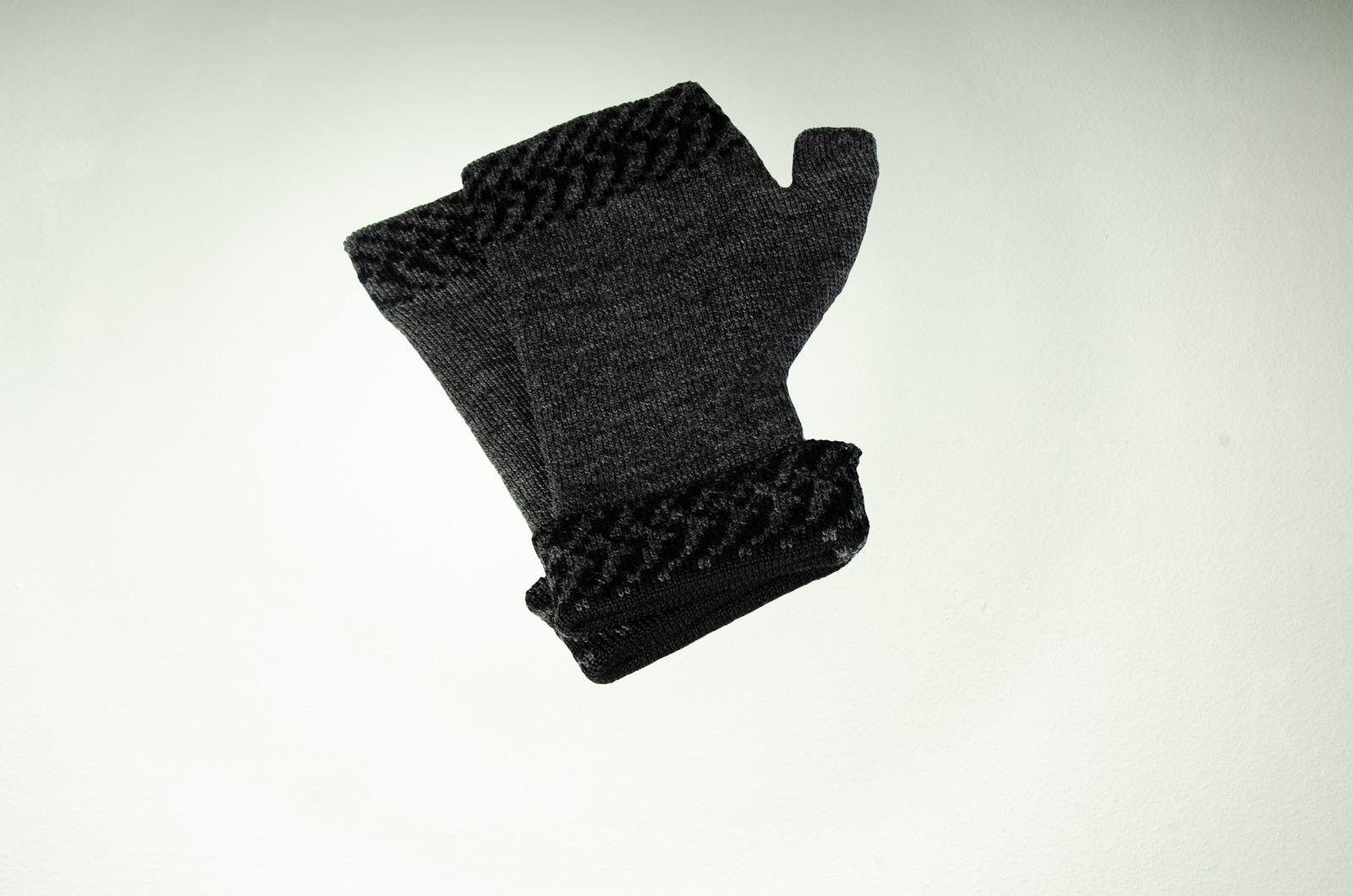 Merino Pulswärmer Pixel in dunkelgrau und