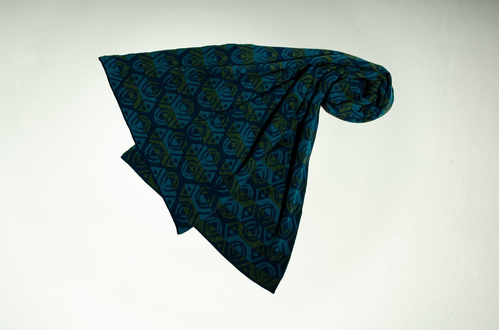 Merino Schal Lotus 3-farbig in dunkelblau