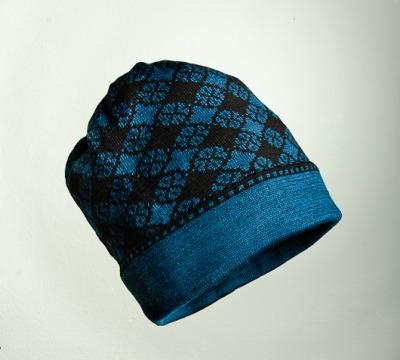 Mütze Blütenkaro in den Farben schwarz