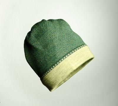 Mütze Bundfarbe in den Farben schilf
