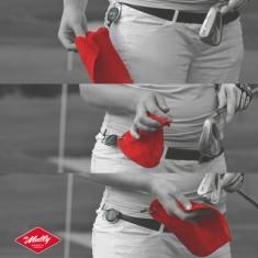 the Mully - Das Mully Sporttuch ist an einer einziehbaren Schnur befestigt und der beste Freund fuer Golfer Fahrradfahrer und Tennisspieler. Nie mehr feuchte Haende