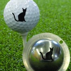 Tin Cup - Nine Lives - Dieser Tin Cup ist eine Ball Schablone aus Edelstahl mit dem Design einer Katze. Mit einem feinen und wasserfesten Stift laesst sich dann das Design auf den Golf Ball malen.
