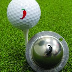 Tin Cup - Peppah - Dieser Tin Cup ist eine Ball Schablone aus Edelstahl mit dem Design einer Pepperoni. Mit einem feinen und wasserfesten Stift laesst sich dann das Design auf den Golf Ball malen.