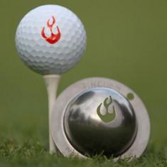 Tin Cup - En Fuego - Der Tin Cup ist eine Ball Schablone aus Edelstahl mit dem Design von Flammen. Mit einem feinen und wasserfesten Stift laesst sich dann das Design auf den Golf Ball malen.