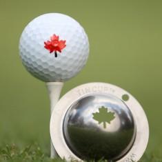 Tin Cup - Maple Leaf - Der Tin Cup ist eine Ball Schablone aus Edelstahl mit dem Design des Ahornblattes. Mit einem feinen und wasserfesten Stift laesst sich dann das Design auf den Golf Ball malen.
