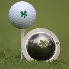 Tin Cup - Luck of the Irish - Der Tin Cup ist eine Ball Schablone aus Edelstahl mit dem Design eines Gluecks-Kleeblatts. Mit einem feinen und wasserfesten Stift laesst sich dann das Design auf den Golf Ball malen.