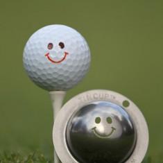 Tin Cup - Groovy - Der Tin Cup ist eine Ball Schablone aus Edelstahl mit dem Design eines Smiley. Mit einem feinen und wasserfesten Stift laesst sich dann das Design auf den Golf Ball malen