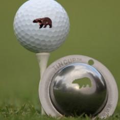 Tin Cup - Hibernator - Der Tin Cup ist eine Ball Schablone aus Edelstahl mit dem Design eines Baeren. Mit einem feinen und wasserfesten Stift laesst sich dann das Design auf den Golf Ball malen.