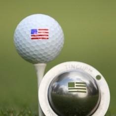 Tin Cup - Stars and Stripes - Dieser Tin Cup ist eine Ball Schablone aus Edelstahl mit dem Design der amerikanischen Fahne. Mit einem feinen und wasserfesten Stift laesst sich dann das Design auf den Golf Ball malen.