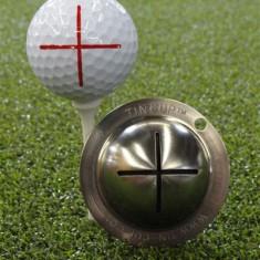 Tin Cup - Sharpshooter - Dieser Tin Cup ist eine Ball Schablone aus Edelstahl mit dem Design eines Fadenkreuzes. Mit einem feinen und wasserfesten Stift laesst sich dann das Design auf den Golf Ball malen.