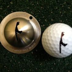 Tin Cup - Sylt - Dieser Tin Cup ist eine Ball Schablone aus Edelstahl mit dem Design der Insel Sylt. Mit einem feinen und wasserfesten Stift laesst sich dann das Design auf den Golf Ball malen.