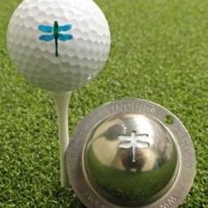 Tin Cup - Dragonfly - Der Tin Cup ist eine Ball Schablone aus Edelstahl mit dem Design einer Libelle. Mit einem feinen und wasserfesten Stift laesst sich dann das Design auf den Golf Ball malen