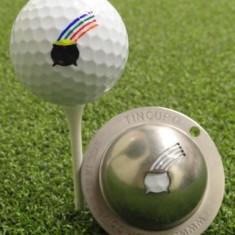 Tin Cup - Pot of Gold Restbestand danach nicht mehr verfuegbar - Dieser Tin Cup ist eine Ball Schablone aus Edelstahl mit dem Design eines Gold Topfes am Ende des Regenbogen. Mit einem feinen und wasserfesten Stift laesst sich dann das Design auf den Golf Ball malen.