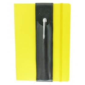 Aljava A5 Stiftehalter aus Rindspaltleder in Schwarz mit schwarzer Naht - Deine Stifte am DinA5 Notizbuch immer Griffbereit. Der Stifthalter ALJAVA ist ein stilvolles Zubehoer dass sich schnell einfach und wiederholt verwenden laesst.