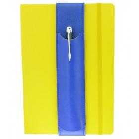 Aljava fuer DinA5 Notizbuecher aus Rindspaltleder in der Farbe Blau - Deine Stifte immer Griffbereit auch an wechselten DinA5 Notizbuechern. Der Stifthalter ALJAVA ist ein stilvolles Zubehoer fuer DinA5 Notizbuecher dass sich schnell und einfach verwenden laesst.
