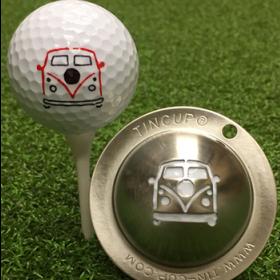 NEU Tin Cup - Woodstock - Dieser Tin Cup ist eine Ball Schablone aus Edelstahl mit dem Design eines VW Buses. Mit einem feinen und wasserfesten Stift laesst sich dann das Design auf den Golf Ball malen.