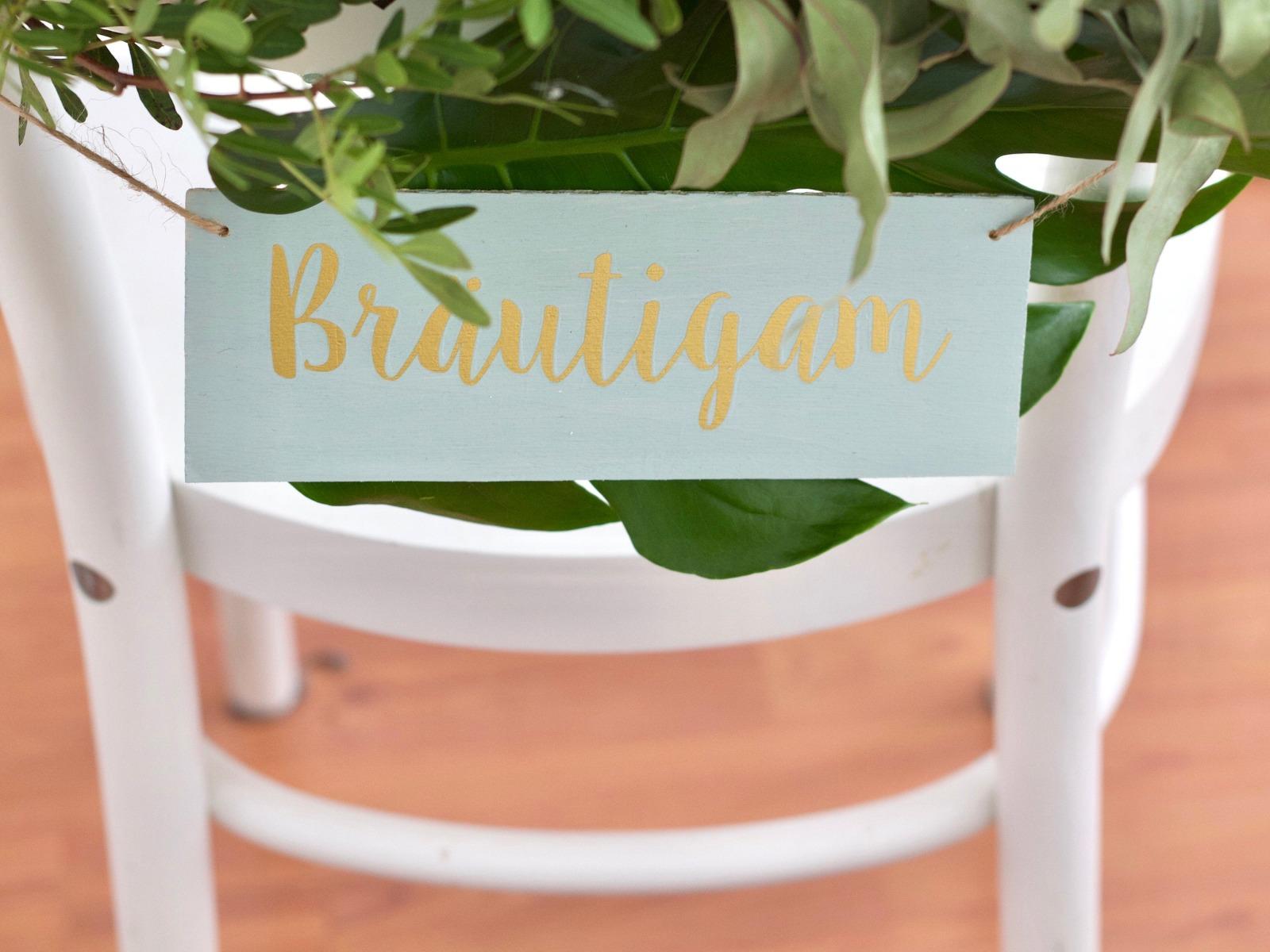 Stuhldeko aus Holz für Brautpaar-Stühle goldene
