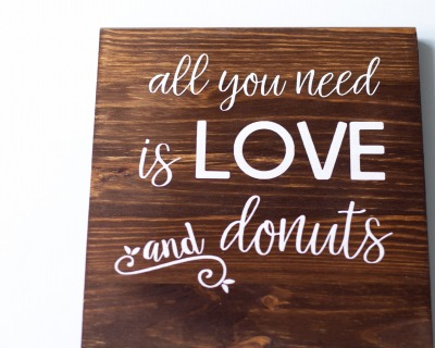 Holzschild für Donut Bar rustikal Einzelstück