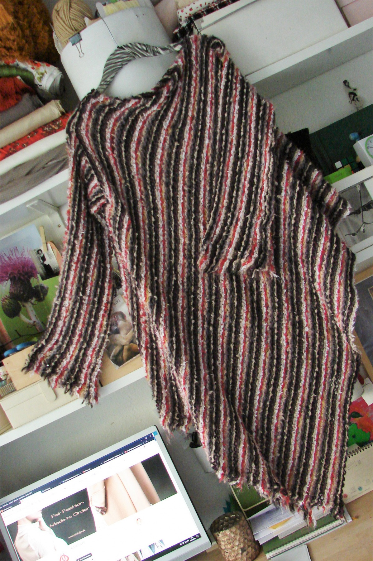 Lange Strickpullover mit Kimono ärmel 6