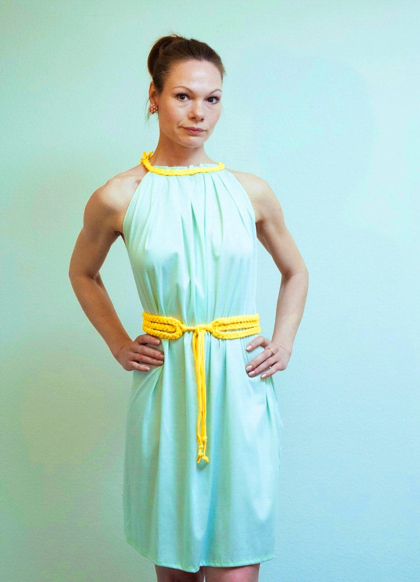 Kleid Debra mit gelbem Gürtel Tunikakleid