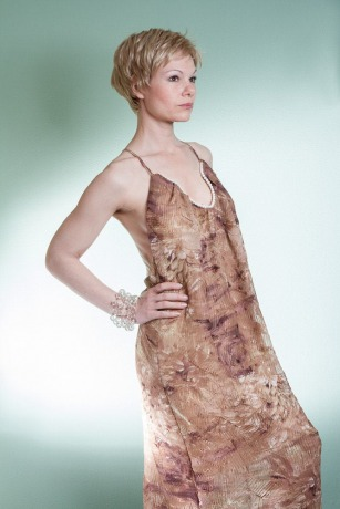 Seidenkleid mit Perlen Brautkleid Rückenfreies kleid