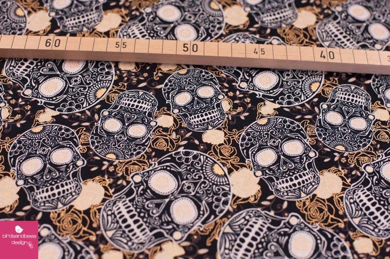 SKULLS black&gold by David Textiles 2