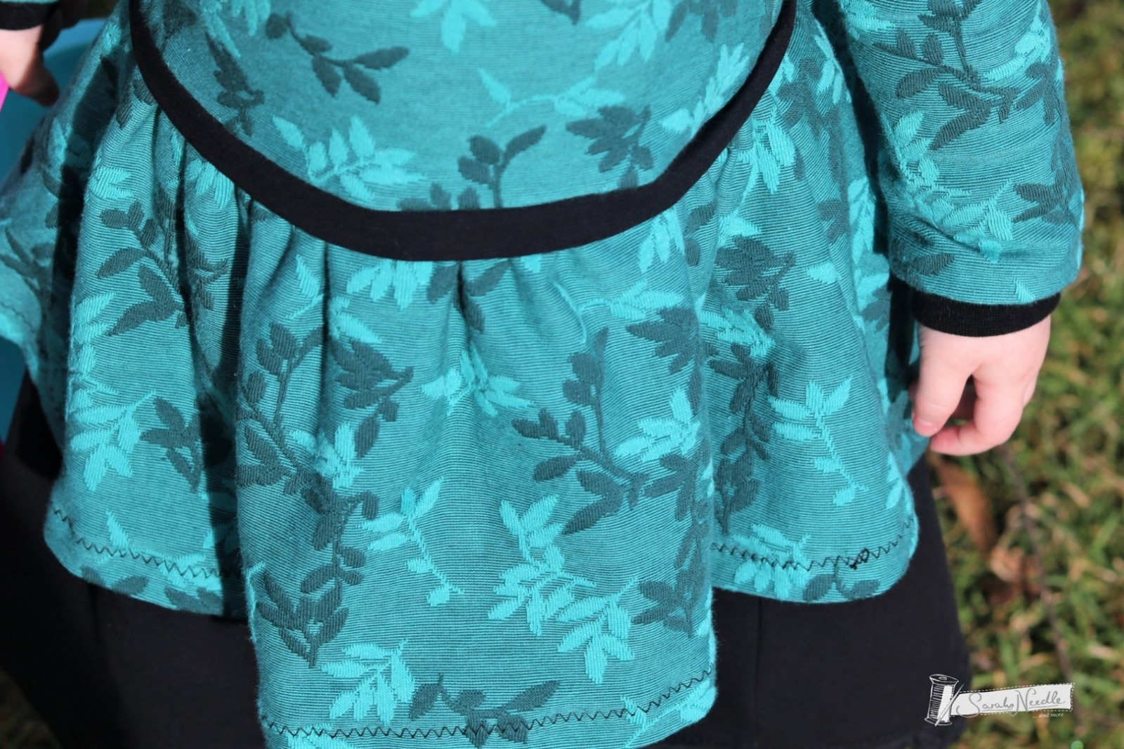Bio-Relief-Jacquard Shiny Leaves smaragd 3