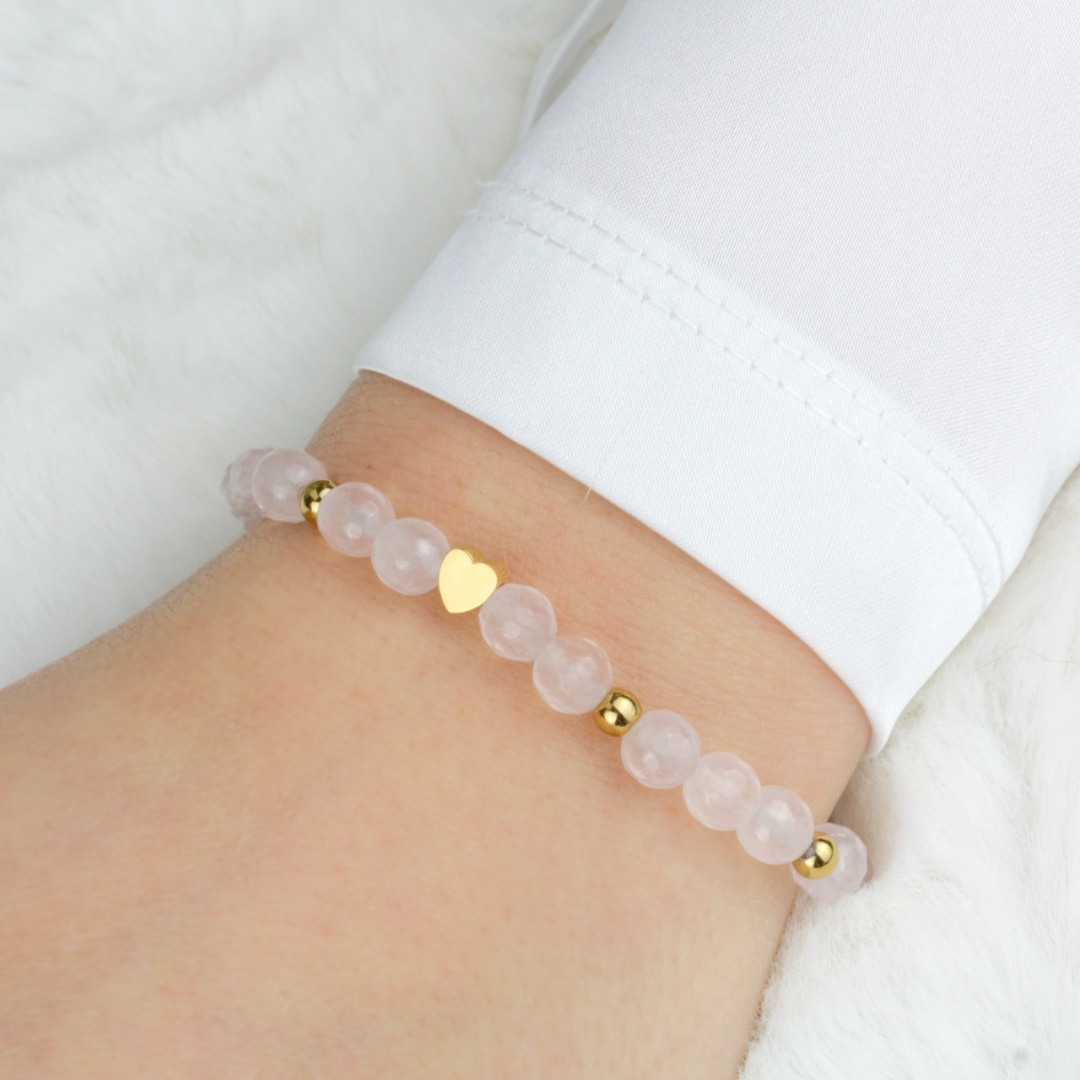 Armband aus Rosenquarz mit kleinem Herz