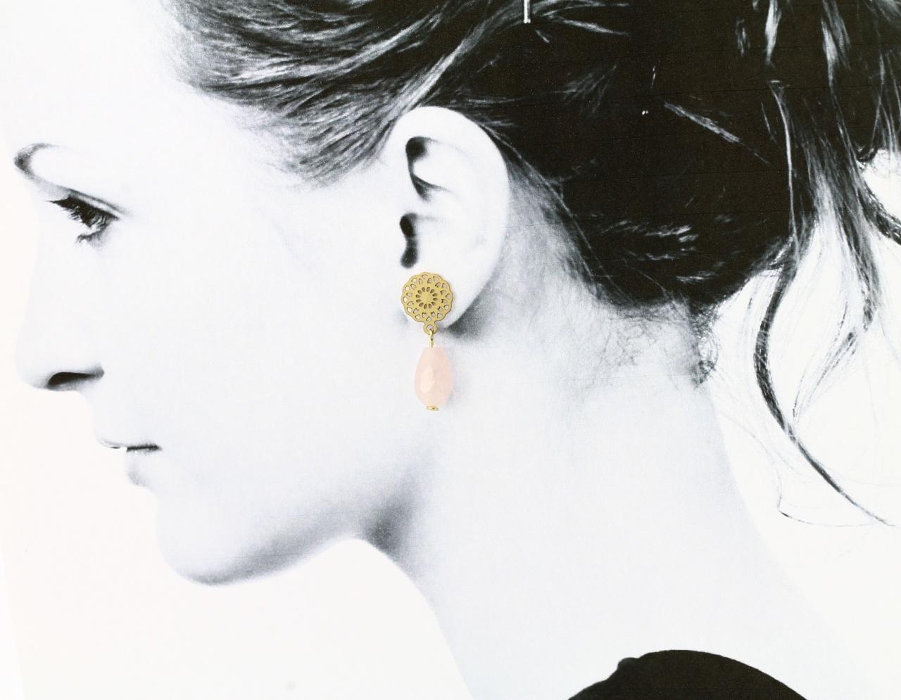 Ohrhänger Rosenquarz mit Blume gold 4