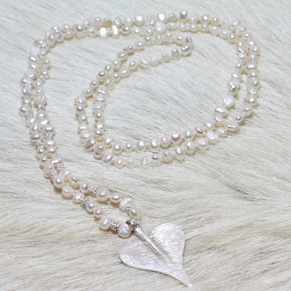 Lange Perlenkette aus echten Süßwasser-Perlen mit