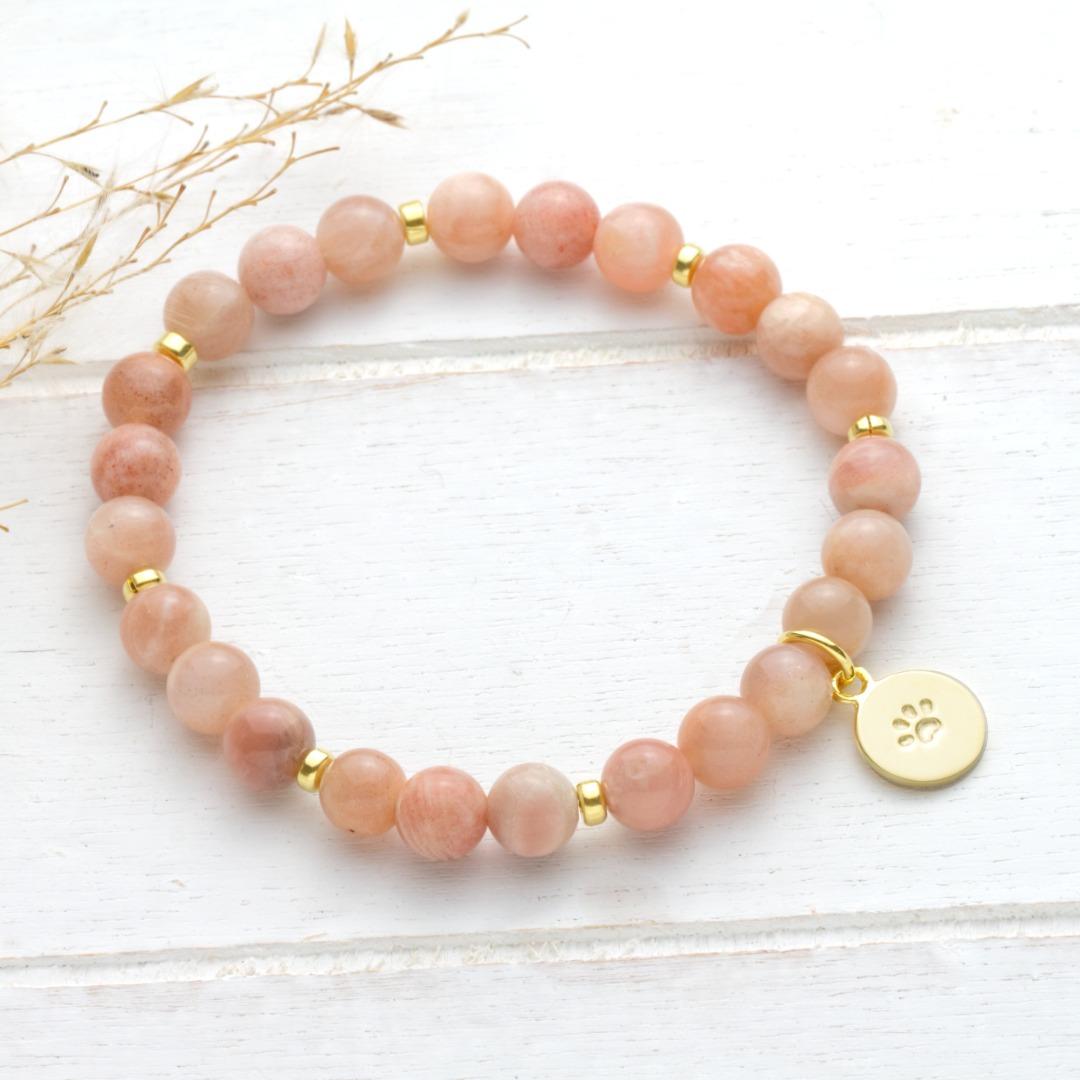 Armband aus rosa Mondstein Anhänger Hundepfote
