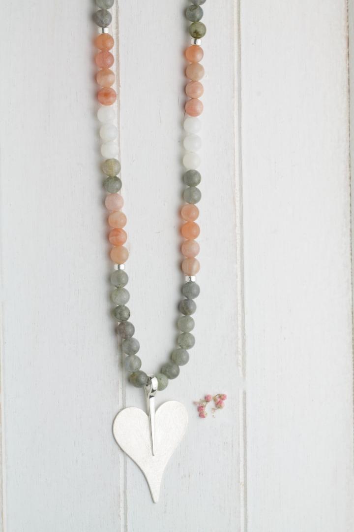 Lange Kette aus Mondsteinen multicolor mit